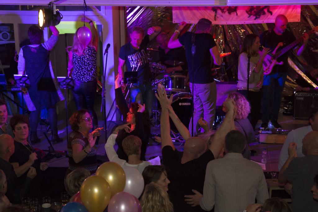 Uitzinnig publiek op feest Huub en Karin